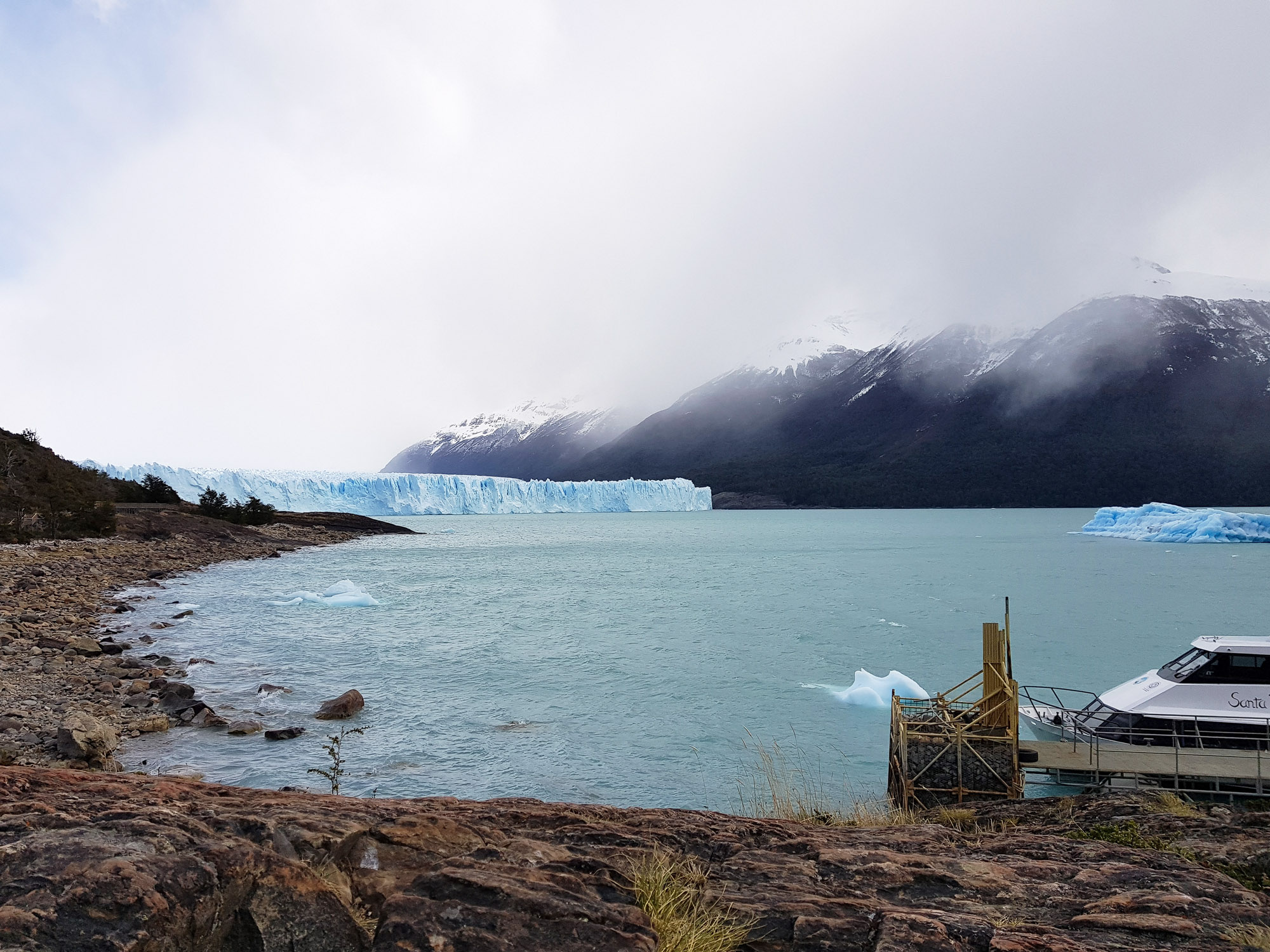 Und dann zeigt er sich: Der Perito Moreno, der wohl beeindruckendste Gletscher der Welt