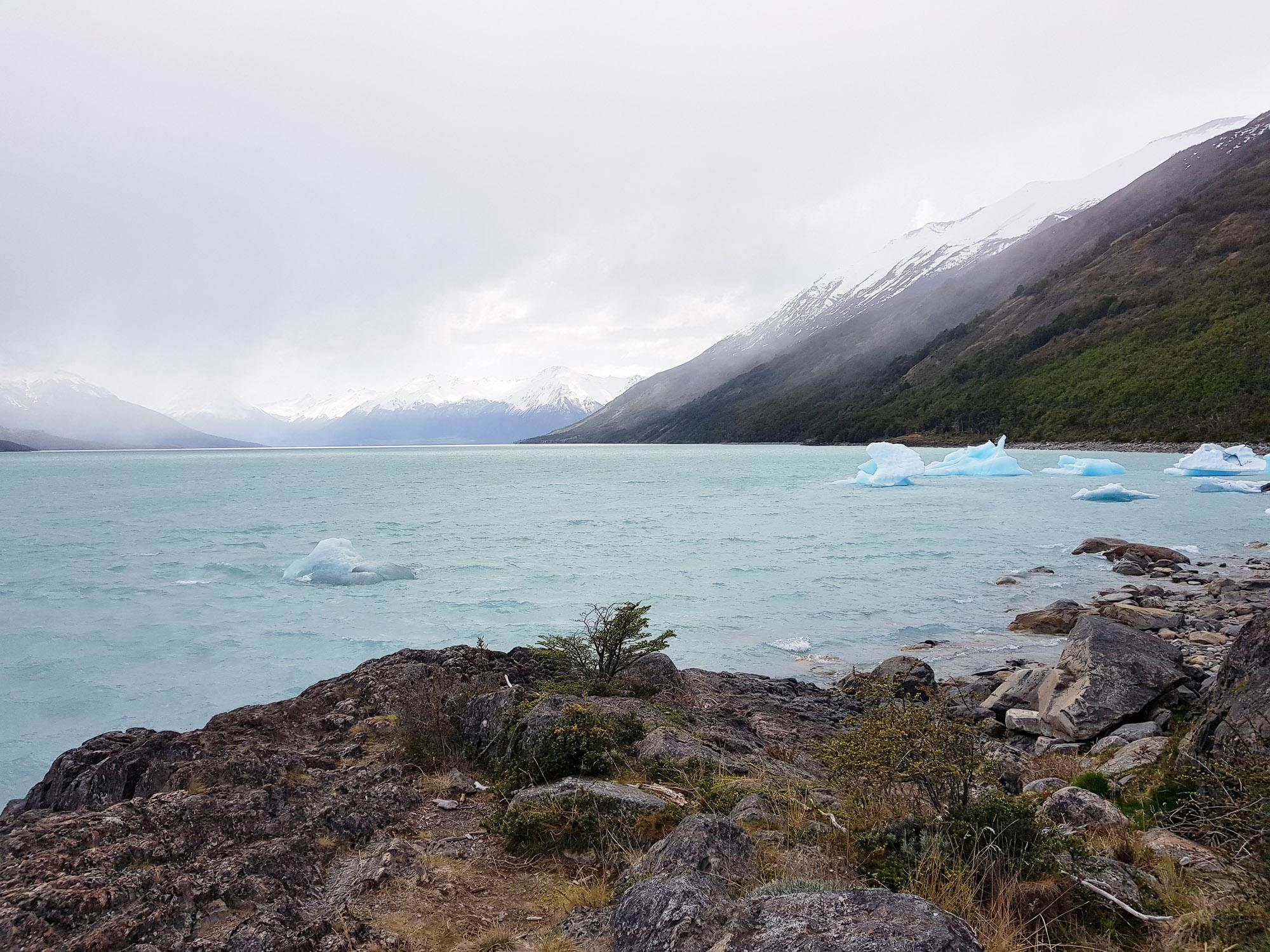 Vom Gletscher losgelöste Eisberge