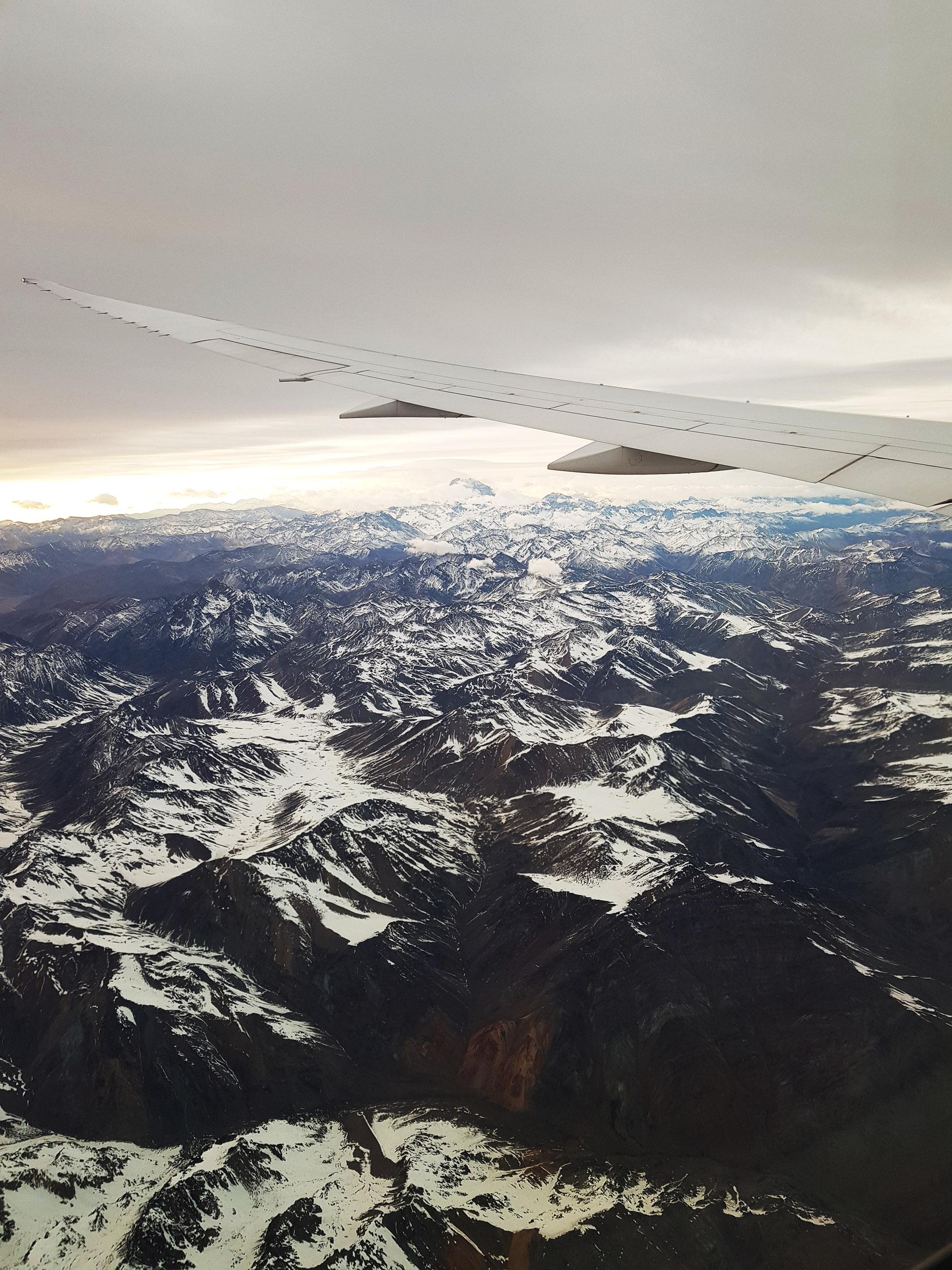 Im Morgengrauen kurz vor der Landung die Cordillera de la Costa