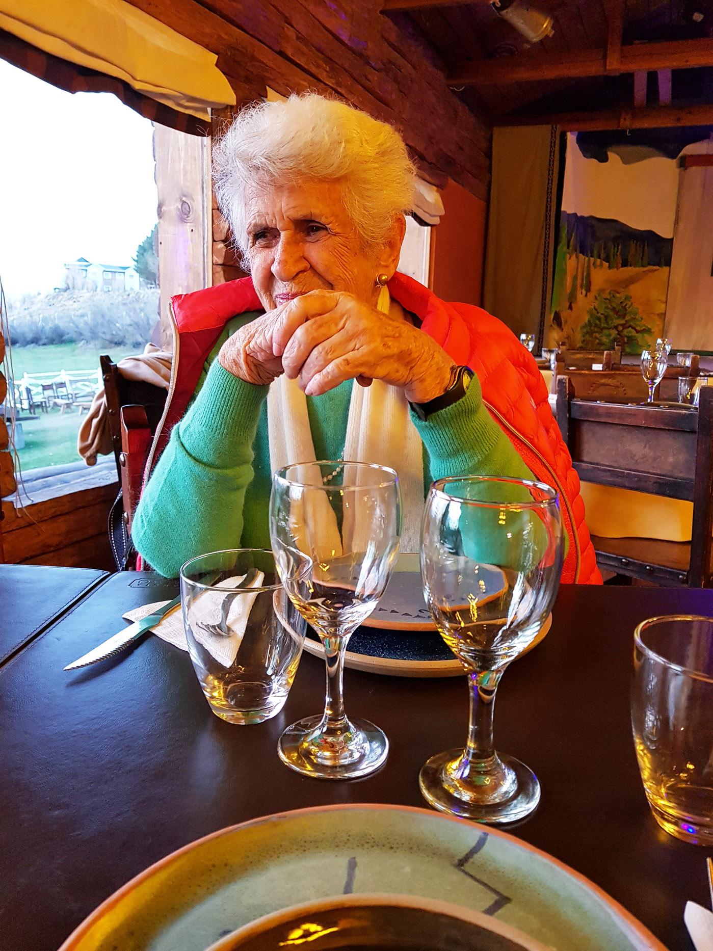 In der Estancia ist es schön warm und das Essen schmeckte hervorragend. Es wird spät, aber am nächsten Tag müssen wir schon wieder zurück nach Chile