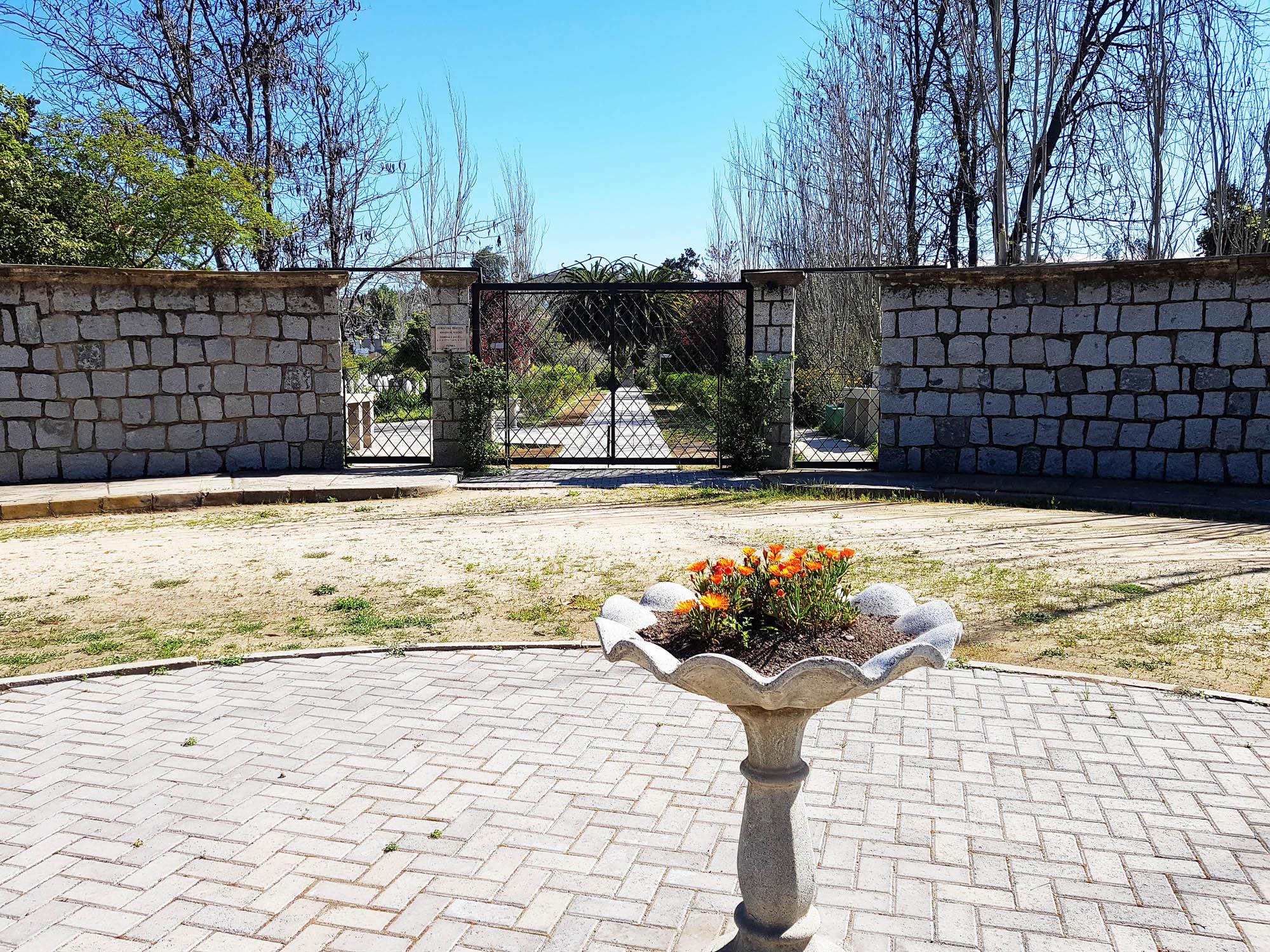 Eingang zum jüdischen Friedhof von El Belloto