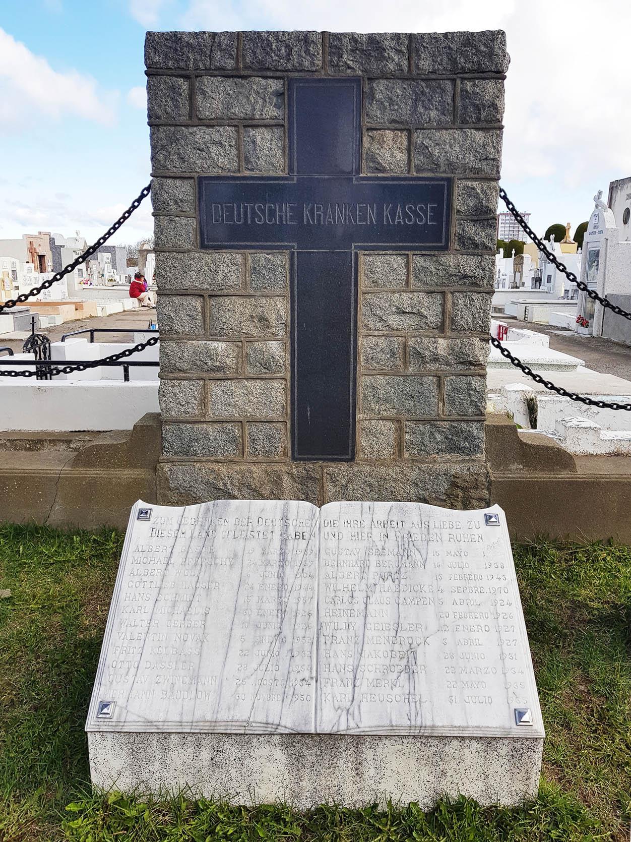 Denkmal für 'die Deutschen, die ihre Arbeit in Liebe zu diesem Land geleistet haben und hier in Frieden ruhen'