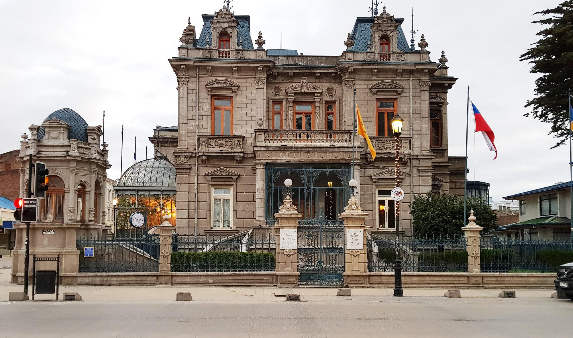 Palast von Sara Braun in Punta Arenas. 1905 vom französischen Architekt Numa Mayer fertiggestellt, wurde die gesamte Inneneinrichtung von Europa nach Chile gebracht.