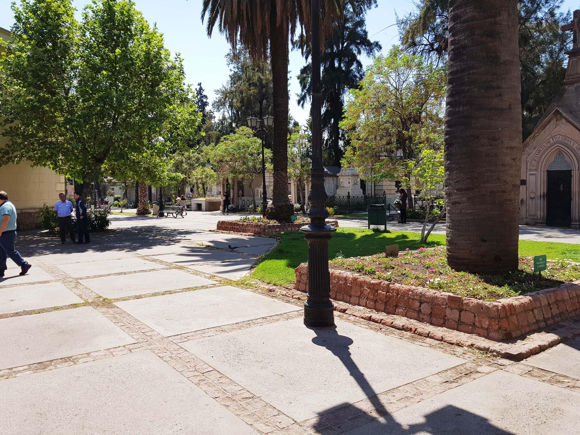 Übergang vom allgemeinen Friedhof in Santiago zum Dissidentenfriedhof, wo Protestanten, Freimaurer, Juden usw. begraben sind