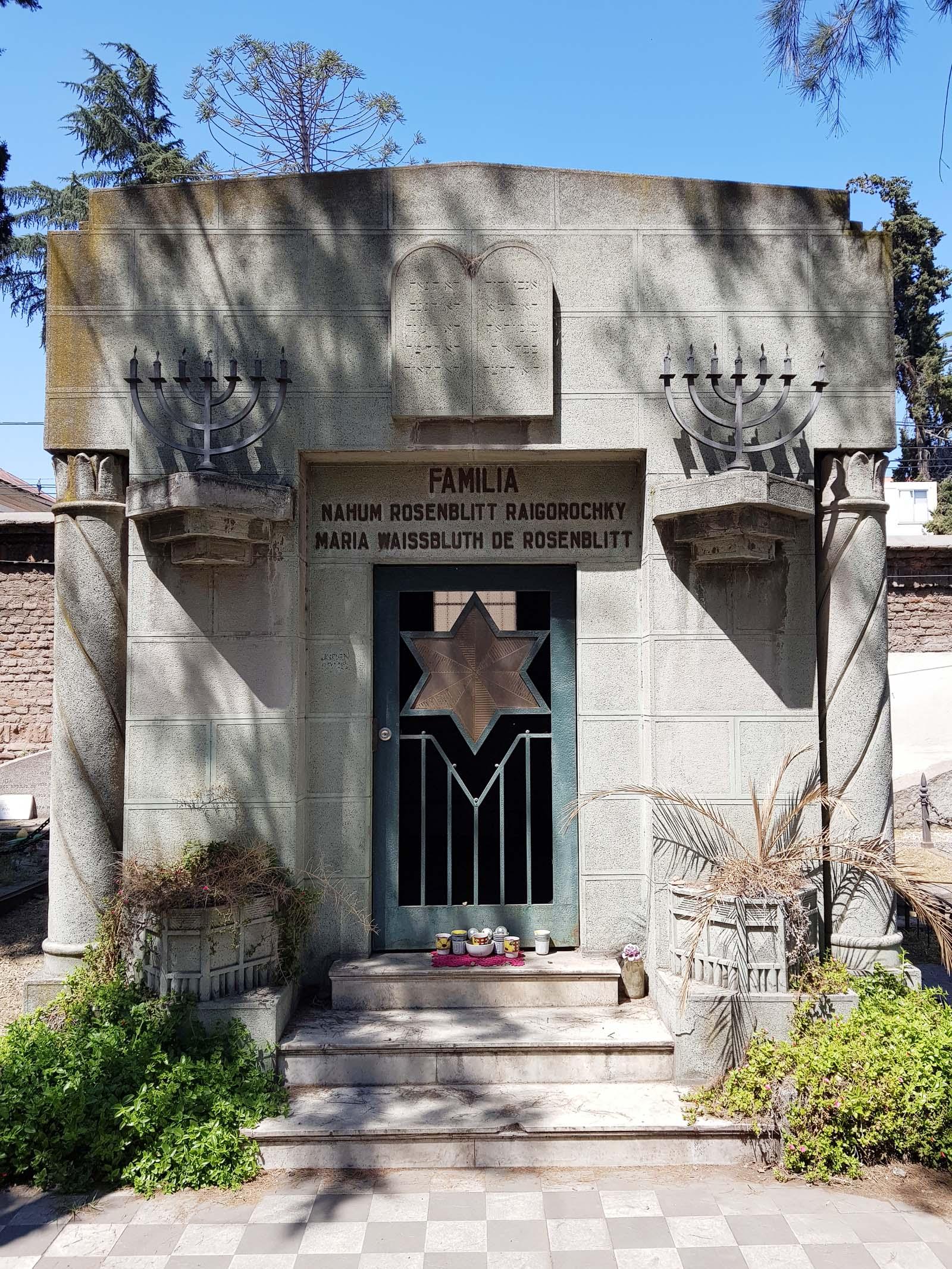 Mausoleum der jüdischen Familie Rosenblitt auf dem Dissidentenfriedhof in Santiago