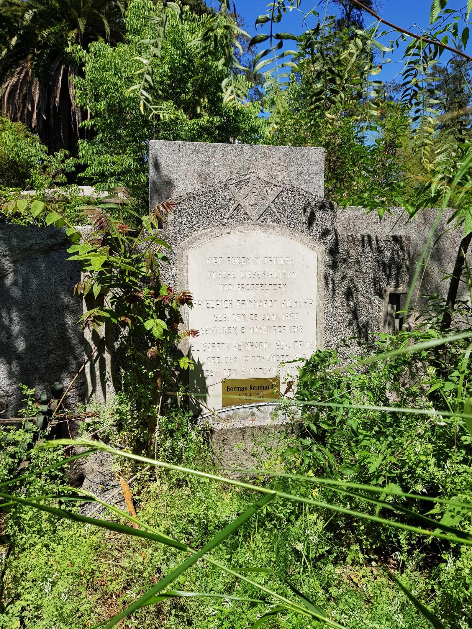 Grab eines Freimaurers und seiner Familie auf dem Dissidentenfriedhof in Santiago
