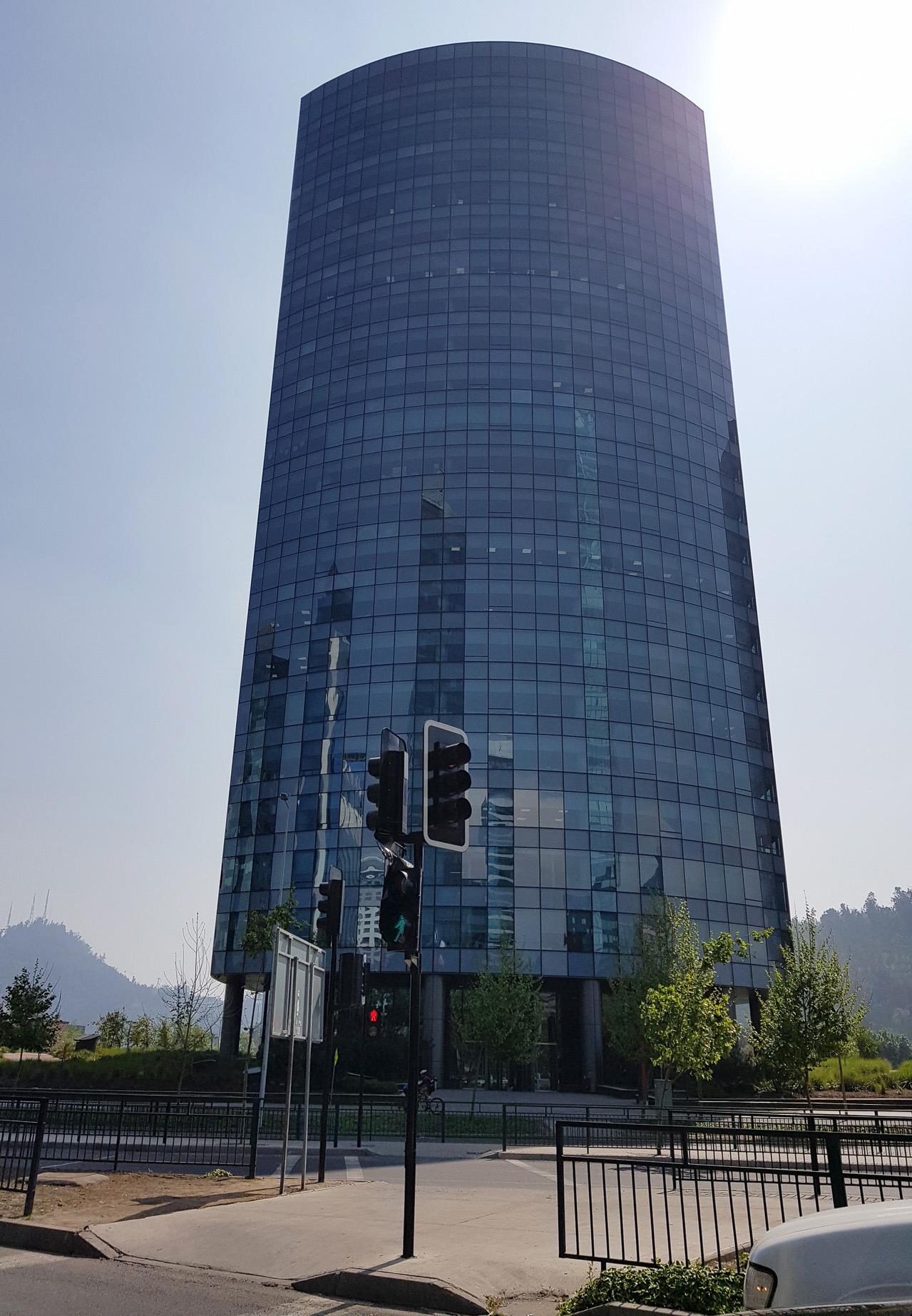 Die Millionenmetropole Santiago mit riesiger Kluft zwischen Arm und Reich, hier eines der Geschäftshäuser