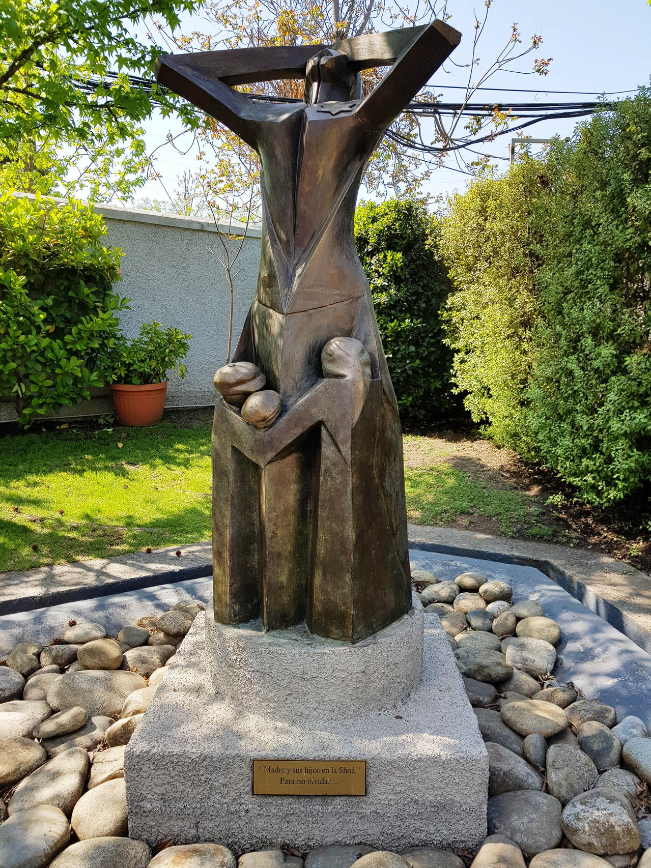 Schoa-Denkmal im Garten des WIZO ( Women's International Zionist Organization)-Hauptgebäudes in Santiago de Chile