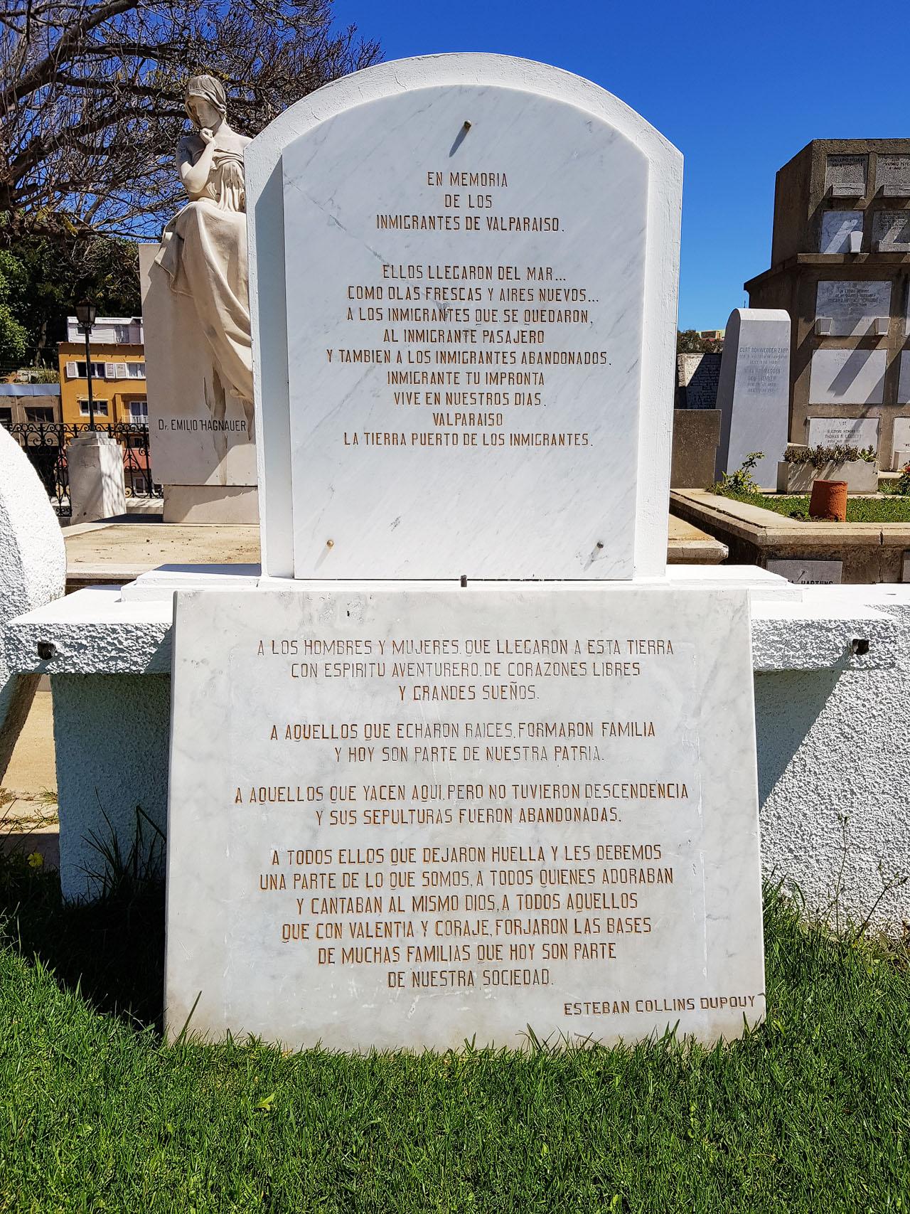 Gedenkstein für die Immigranten am Dissidentenfriedhof in Valparaiso