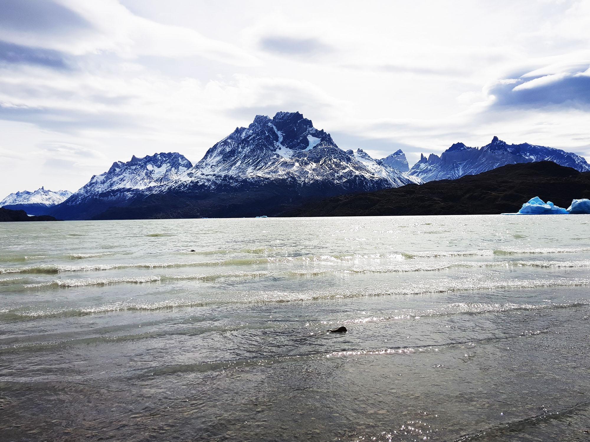 Nur noch der See zwischen uns und den Bergen